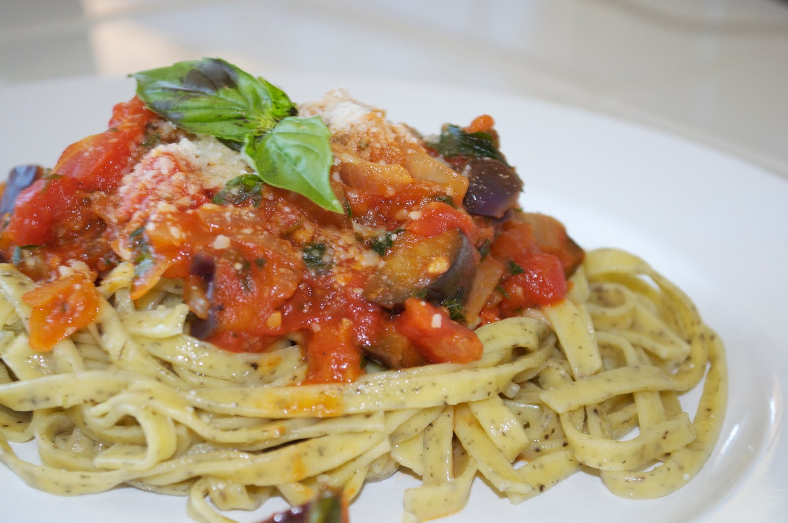 Linguine with Eggplant and tomato sauce - Delights Of Culinaria